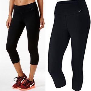 Nike Dri-Fit Black Capris | XS
